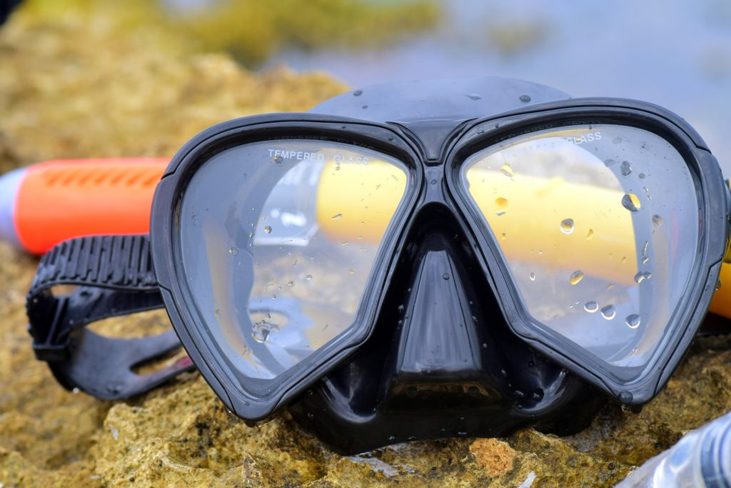 best way to clean snorkel mask so it does not fog up