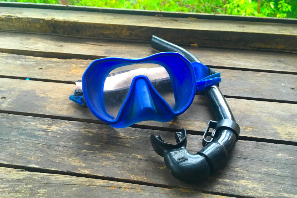 A blue mask and a black snorkel.