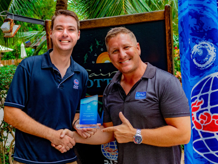 Marcel van den Berg receiving the PADI Outstanding Contribution Award from Neil Richards of PADI Asia Pacific.