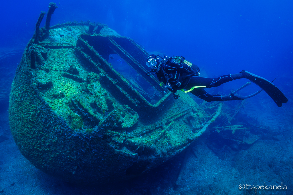Diving around the El Condesito shipwreck in Tenerife.