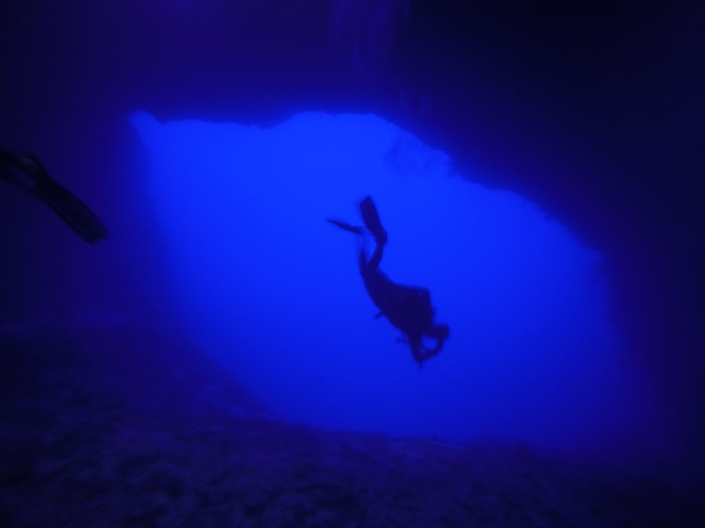 Blurriness underwater. Is it possible to go scuba diving with glasses?
