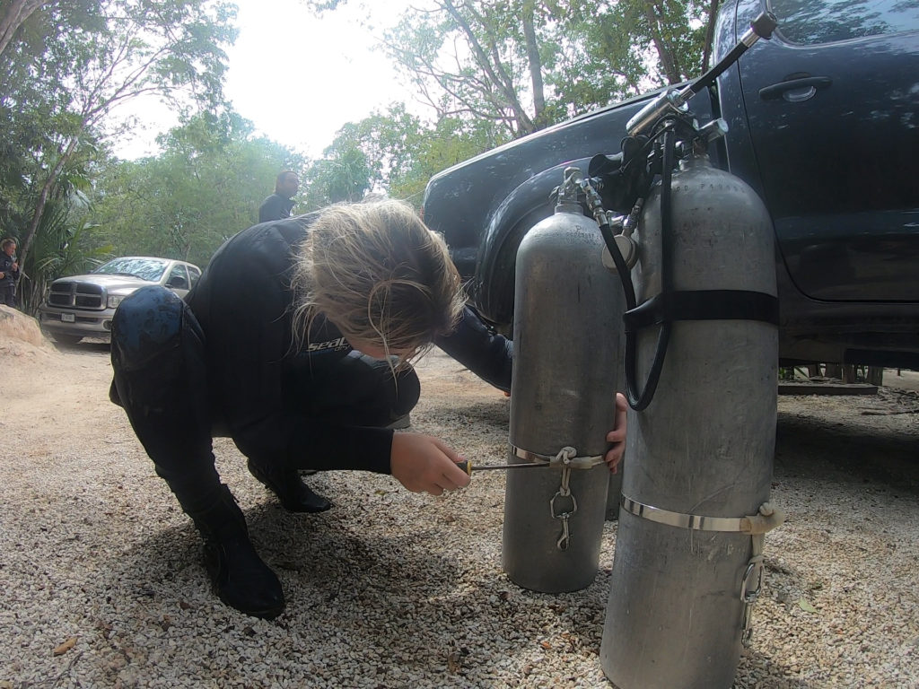 Miranda Bowman setting up her sidemount equipment